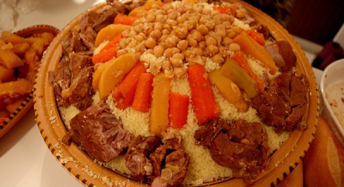 couscous (poulet, merguez ,tous les légumes frais et préparés dans le respect de la recette originale .